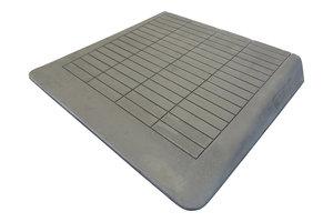 Rubberen drempelhulp 105mm x 780mm x 880mm met schuine zijvlakken (10,5 cm)