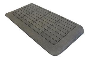 Rubberen drempelhulp 70mm x 450mm x 880mm met schuine zijvlakken (7 cm)