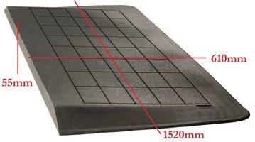 (OP=OP) Rubberen drempelhulp 55mm x 610mm x 1520mm met schuine zijvlakken