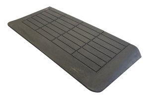 Rubberen drempelhulp 55mm x 400mm x 880mm met schuine zijvlakken (5,5 cm)