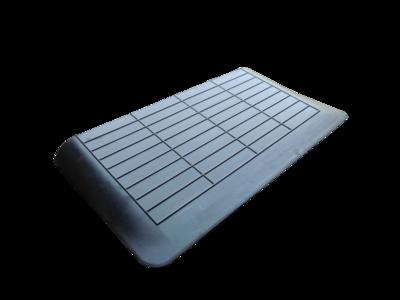Rubberen drempelhulp 60mm x 480mm x 900mm met schuine zijvlakken (6 cm)